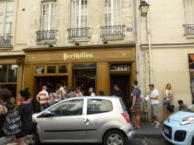 Lineup for Berthillon Ice Cream | kitchenoperas.com