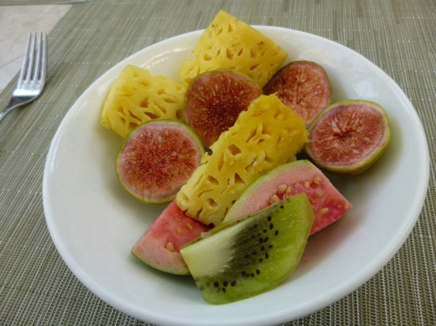 Pineapple, figs, guava & kiwi | kitchenoperas.com