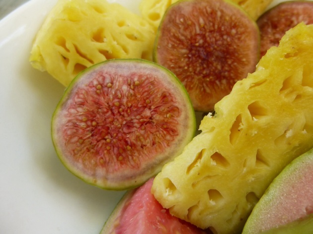 Pineapple & figs | kitchenoperas.com