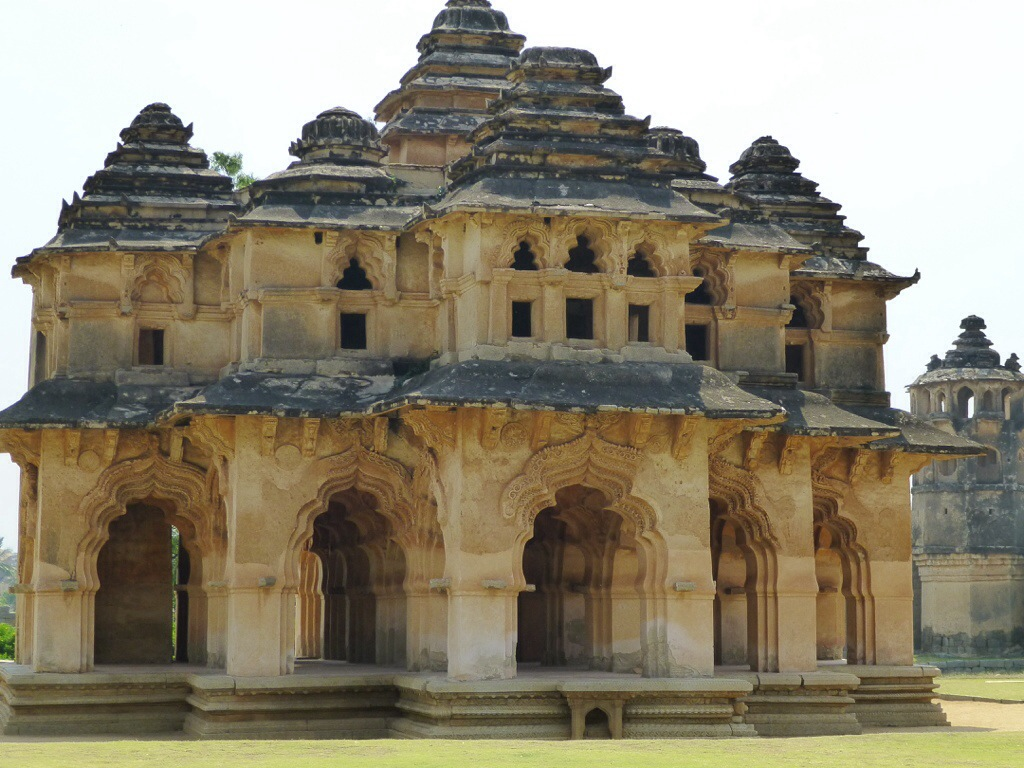 Lotus Mahal (Hampi, India) | kitchenoperas.com