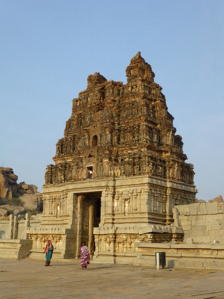 Gopura (Hampi, India) | kitchenoperas.com