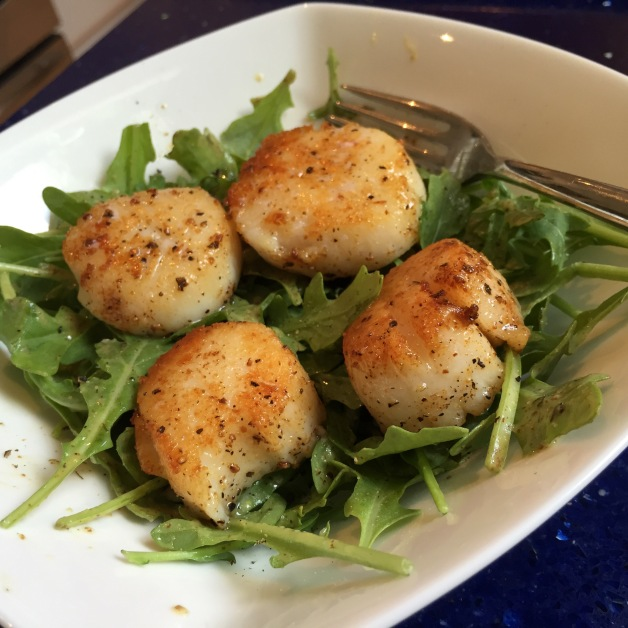 Pan-Seared Sea Scallops with Baby Arugula Salad | kitchenoperas.com
